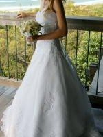 Stunning Lace Strapless Wedding Gown Size 6-8
