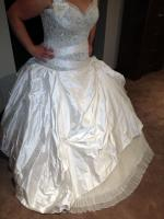 Brand new, never worn, made to measure bridal gown based on the Peretti 'Karen' gown design