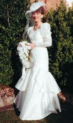 Cream Lace and Taffeta Full Lenth Wedding Dress Worn Once