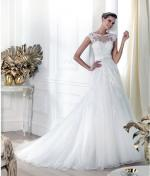 Tailor made lace embroided wedding gown inspired by Pronovias